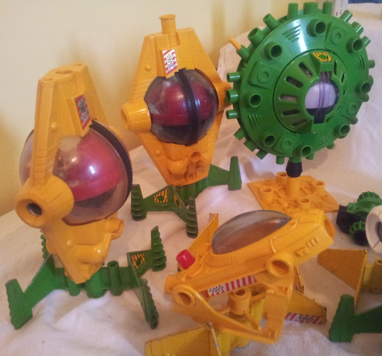 large collection of britains 1980s space toys   Severn ...   1314 x 1224 jpeg 657kB