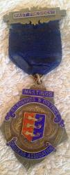 1939 grocers association enamel & silver badge & ribbon hastings