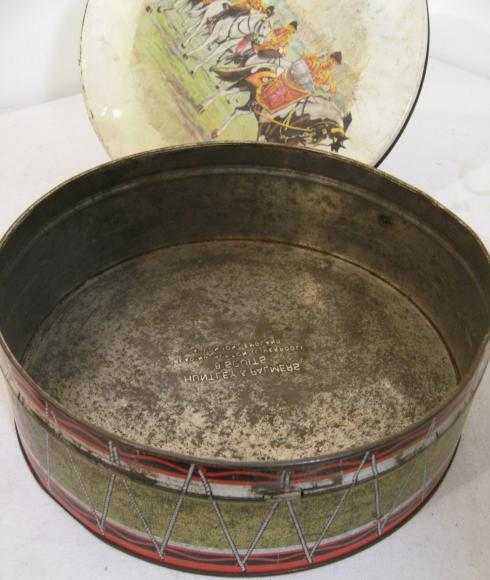 1963 huntley and palmer Pageantry round tin